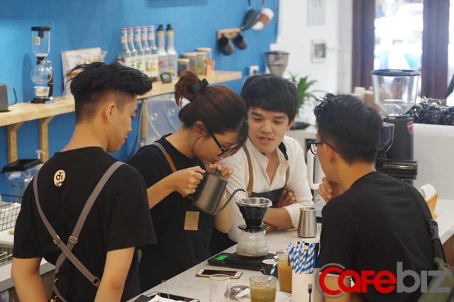 Chân dung Việt kiều bỏ việc lương nghìn USD tại ngân hàng Úc, về Việt Nam khởi nghiệp quán cà phê chỉ để được… nói tiếng Việt nhiều hơn - Ảnh 4.