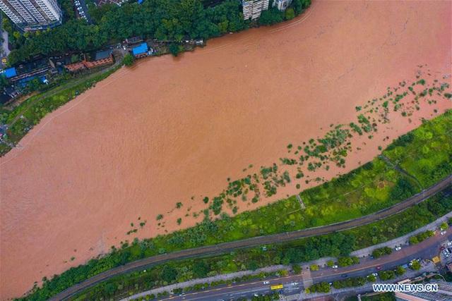 Hàng trăm con sông vượt mức nước báo động, thiệt hại không kể xiết: TQ lại tiếp tục đón hung tin - Ảnh 1.