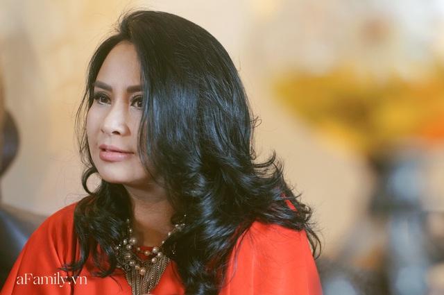 Thanh Lam ở độ tuổi 50: Ở đây có một người đàn bà đang yêu và được yêu - Ảnh 12.