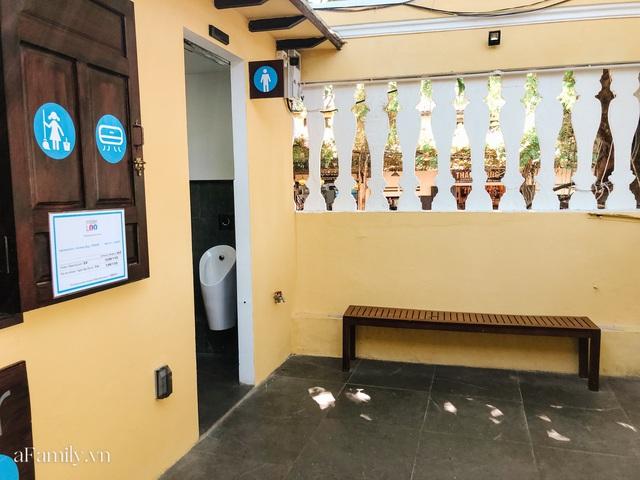 Mục sở thị nhà vệ sinh 5 sao đang hot nhất Hội An: Ra vô bằng cửa tự động cảm biến, điều hòa mát lạnh và hàng ghế chờ như công viên liệu có đáng giá 10k/lượt? - Ảnh 5.