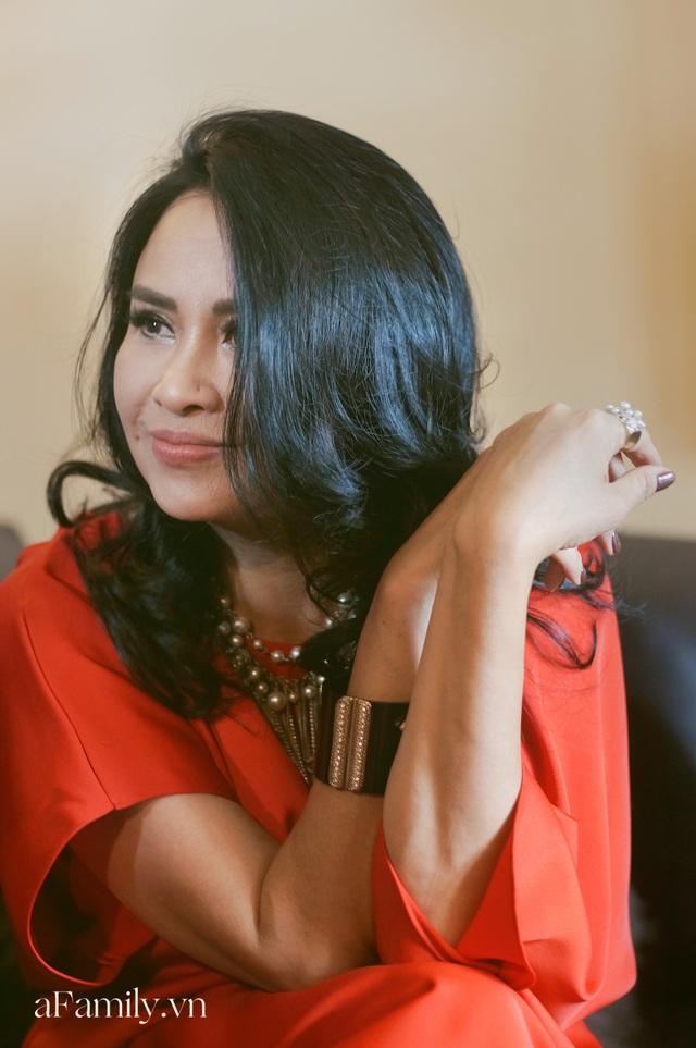 Thanh Lam ở độ tuổi 50: Ở đây có một người đàn bà đang yêu và được yêu - Ảnh 10.