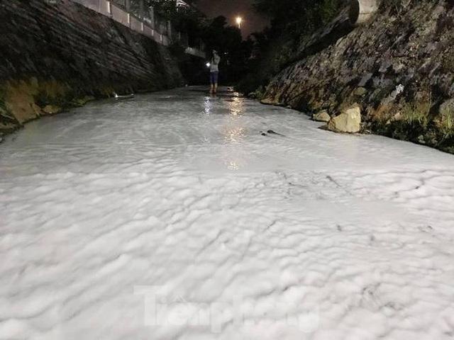 Nhiều sông, suối ở Bình Dương đang bị đầu độc? - Ảnh 3.