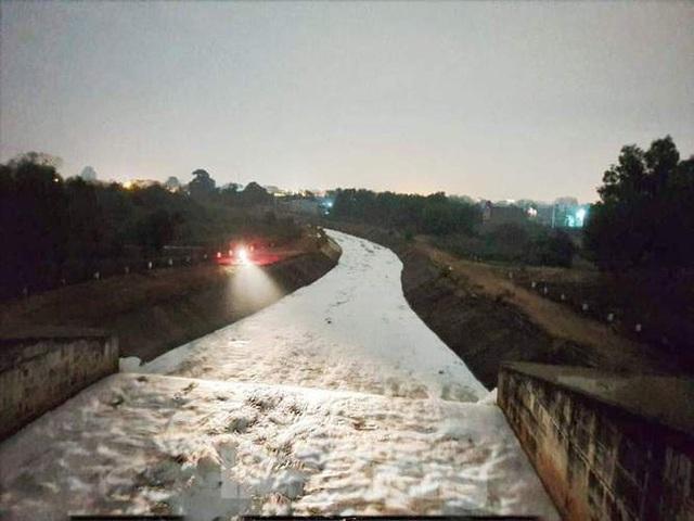 Nhiều sông, suối ở Bình Dương đang bị đầu độc? - Ảnh 4.