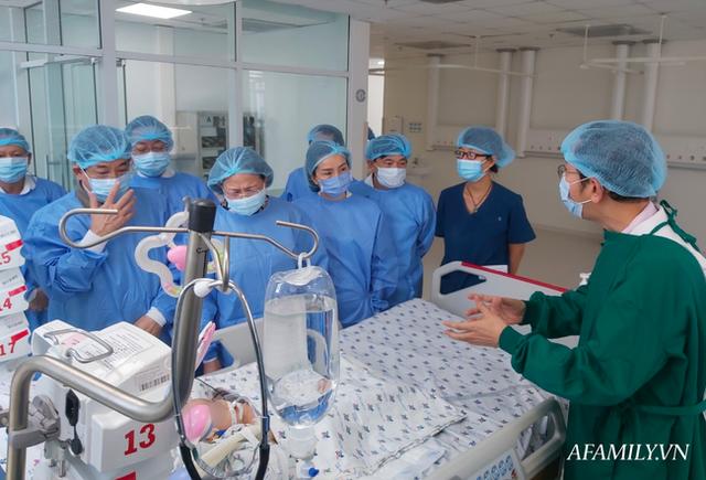Trúc Nhi và Diệu Nhi được theo dõi sức khỏe thế nào trong phòng chăm sóc đặc biệt sau mổ?  - Ảnh 4.