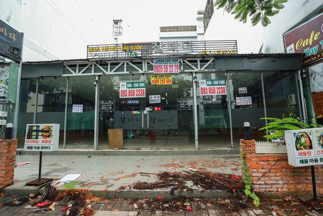Phố Hàn Quốc ở Sài Gòn cửa đóng then cài, đìu hiu, xơ xác đến khó tin - Ảnh 3.