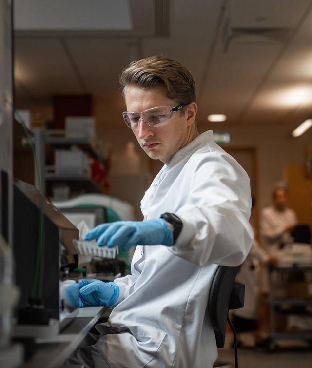Vắc-xin COVID-19 của Đại học Oxford được kỳ vọng sẽ về đích sớm trong năm nay - Ảnh 1.