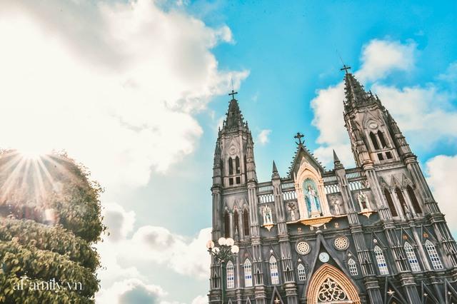 Cận cảnh nhà thờ đang hot nhất ở Nam Định được ví y như trên phim Harry Potter và tới khi đến xem trực tiếp thì nó đẹp thật trời ạ! - Ảnh 2.