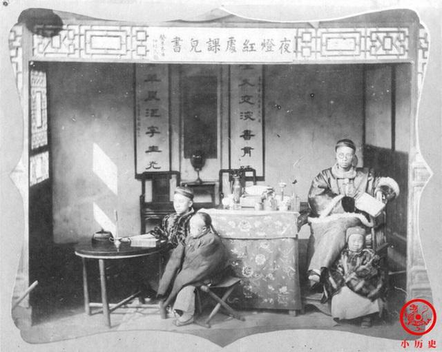 Loạt ảnh cũ của những đứa trẻ cuối thời nhà Thanh: Người sống trong nhung lụa từ bé, kẻ áo rách đói ăn khát uống quanh năm - Ảnh 1.