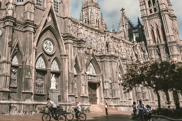 Cận cảnh nhà thờ đang hot nhất ở Nam Định được ví y như trên phim Harry Potter và tới khi đến xem trực tiếp thì nó đẹp thật trời ạ! - Ảnh 3.