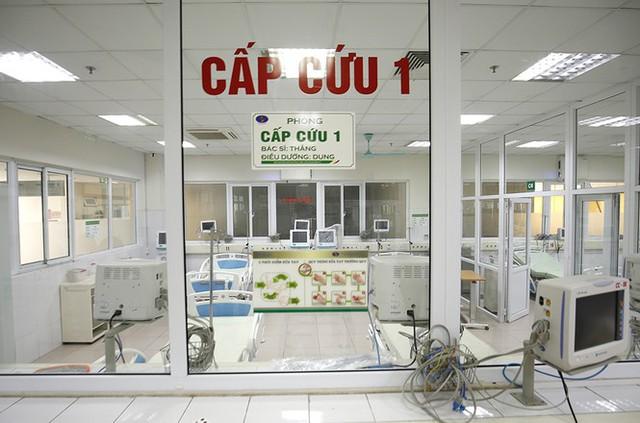 Bên trong bệnh viện đón 120 người nhiễm COVID -19 về từ Guinea Xích Đạo - Ảnh 1.