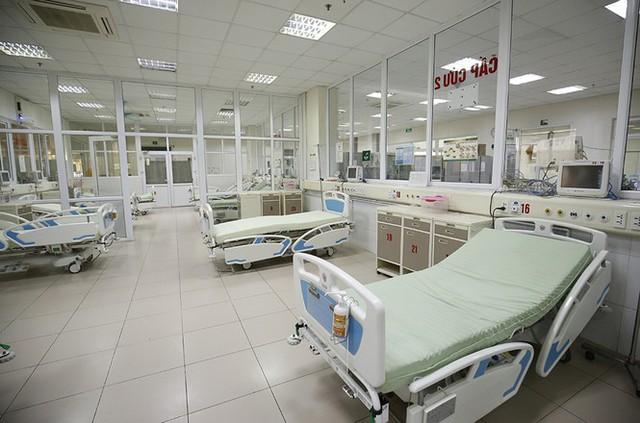 Bên trong bệnh viện đón 120 người nhiễm COVID -19 về từ Guinea Xích Đạo - Ảnh 2.