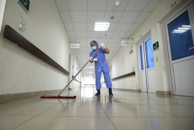 Bên trong bệnh viện đón 120 người nhiễm COVID -19 về từ Guinea Xích Đạo - Ảnh 11.