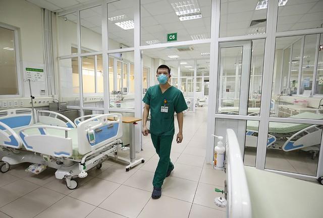 Bên trong bệnh viện đón 120 người nhiễm COVID -19 về từ Guinea Xích Đạo - Ảnh 5.