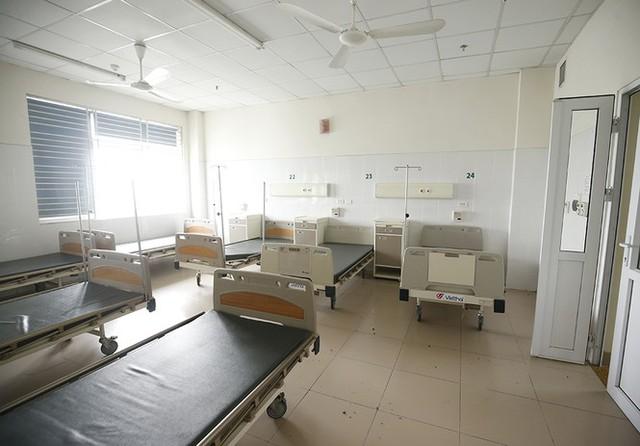 Bên trong bệnh viện đón 120 người nhiễm COVID -19 về từ Guinea Xích Đạo - Ảnh 8.