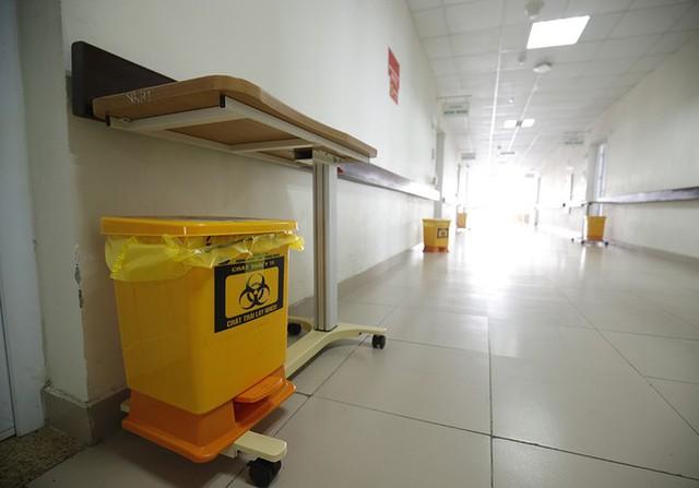Bên trong bệnh viện đón 120 người nhiễm COVID -19 về từ Guinea Xích Đạo - Ảnh 10.