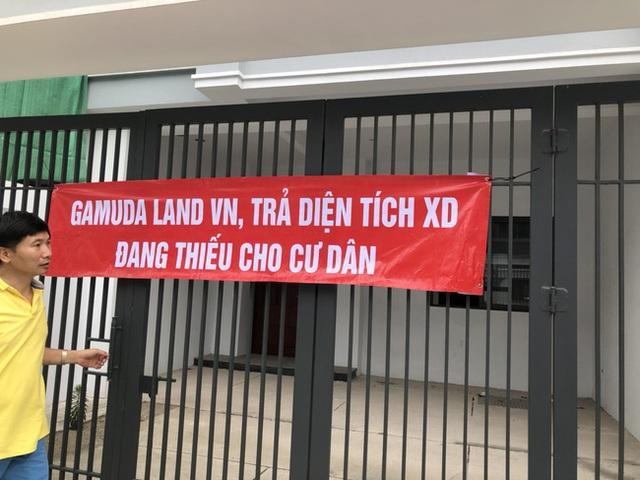 Hà Nội: Hàng trăm khách hàng căng băng rôn trước dự án cao cấp C2 Gamuda Garden, tố chủ đầu tư bất tín - Ảnh 2.