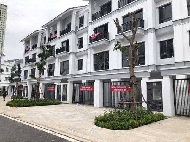 Hà Nội: Hàng trăm khách hàng căng băng rôn trước dự án cao cấp C2 Gamuda Garden, tố chủ đầu tư bất tín - Ảnh 3.