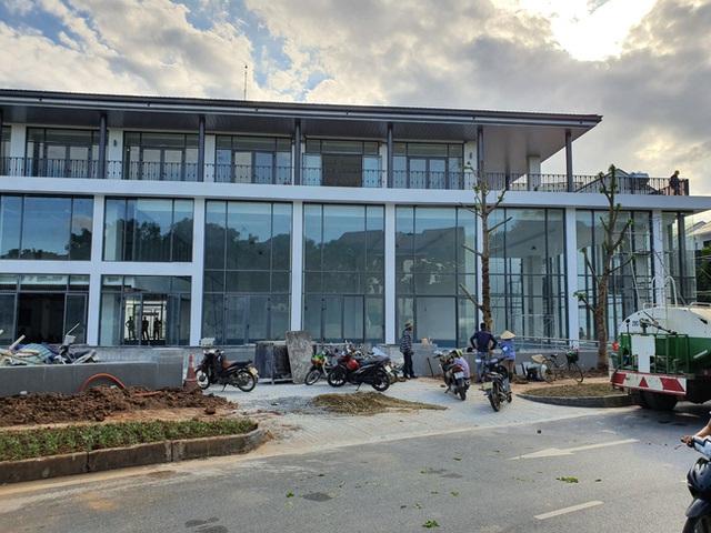 Hà Nội: Hàng trăm khách hàng căng băng rôn trước dự án cao cấp C2 Gamuda Garden, tố chủ đầu tư bất tín - Ảnh 5.