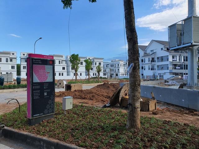 Hà Nội: Hàng trăm khách hàng căng băng rôn trước dự án cao cấp C2 Gamuda Garden, tố chủ đầu tư bất tín - Ảnh 6.
