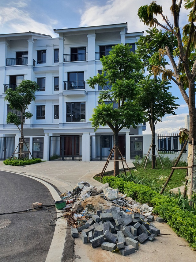Hà Nội: Hàng trăm khách hàng căng băng rôn trước dự án cao cấp C2 Gamuda Garden, tố chủ đầu tư bất tín - Ảnh 7.