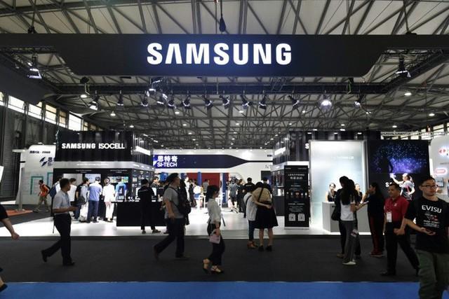 Nhu cầu học và làm việc trực tuyến tăng cao, giúp lợi nhuận Samsung nhảy vọt 24% - Ảnh 1.