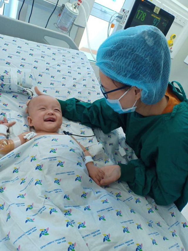 Xúc động khoảnh khắc 2 bé Diệu Nhi - Trúc Nhi cười tươi rói khi được gặp ba mẹ - Ảnh 3.
