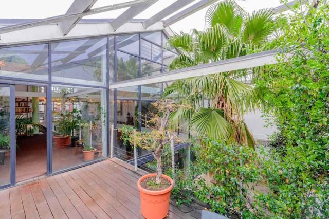 Ngôi nhà màu trắng sở hữu cây xanh và bể bơi bên trong giống như resort nghỉ dưỡng tuyệt đẹp - Ảnh 3.