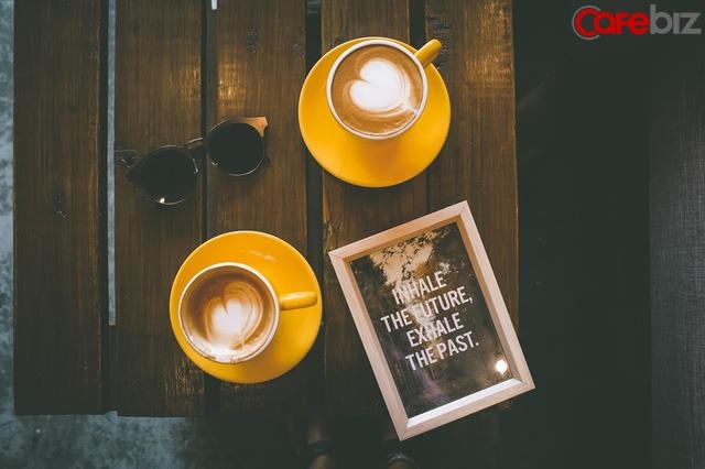 Con người ta khi ở dưới đáy vực, đừng chỉ nghĩ tới vận động và đọc sách - Ảnh 1.