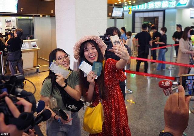 Đài Loan cho dân đi máy bay giả vờ để xoa dịu những con tim thèm du lịch - Ảnh 1.