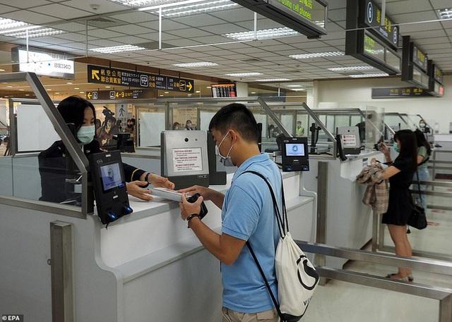 Đài Loan cho dân đi máy bay giả vờ để xoa dịu những con tim thèm du lịch - Ảnh 2.