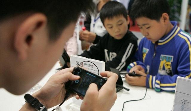 Trẻ em Trung Quốc và 7749 cách qua mặt hệ thống chống nghiện game: Dùng số CMT giả, ra quán net, quét mặt bố mẹ khi ngủ để vào game - Ảnh 2.