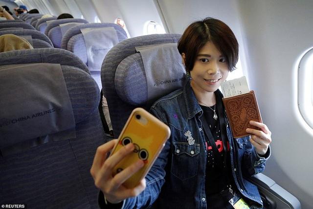 Đài Loan cho dân đi máy bay giả vờ để xoa dịu những con tim thèm du lịch - Ảnh 5.