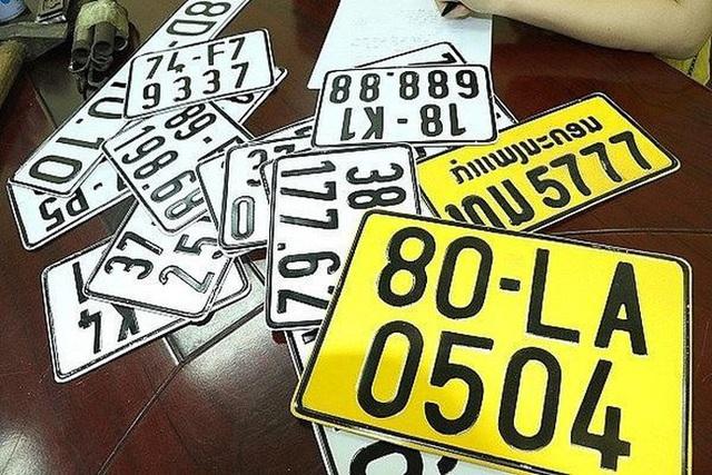 Từ 1/8: Xe kinh doanh vận tải phải đổi biển số màu trắng sang màu vàng - Ảnh 1.