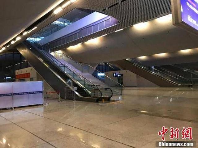Cuộc sống lao đao của người dân Vũ Hán nửa đầu năm 2020: Dịch bệnh nguôi ngoai không bao lâu đã phải oằn mình chống lũ - Ảnh 2.