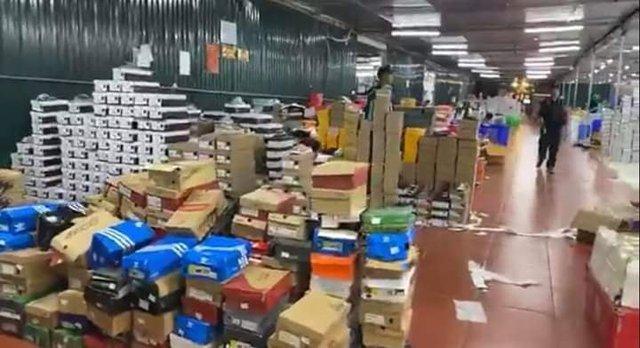 Triệt phá tổng kho hàng lậu rộng hơn 10.000 mét vuông do 9x Lào Cai làm chủ - Ảnh 1.