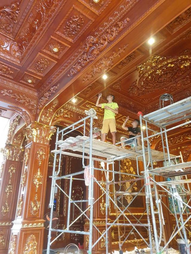 Hé lộ 1 góc nội thất lâu đài của đại gia Hà Nội, chỉ phần ốp gỗ mạ vàng đã thấy choáng ngợp - Ảnh 3.