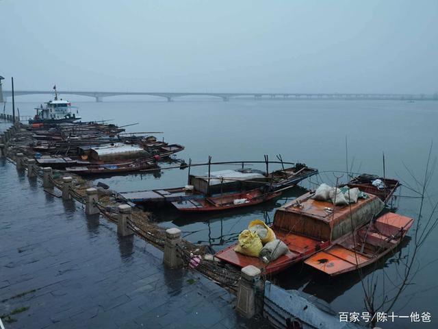 Cuộc sống lao đao của người dân Vũ Hán nửa đầu năm 2020: Dịch bệnh nguôi ngoai không bao lâu đã phải oằn mình chống lũ - Ảnh 5.