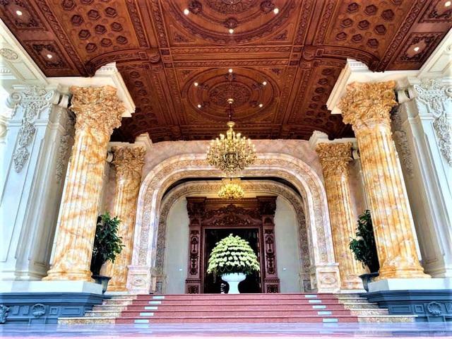 Hé lộ 1 góc nội thất lâu đài của đại gia Hà Nội, chỉ phần ốp gỗ mạ vàng đã thấy choáng ngợp - Ảnh 7.