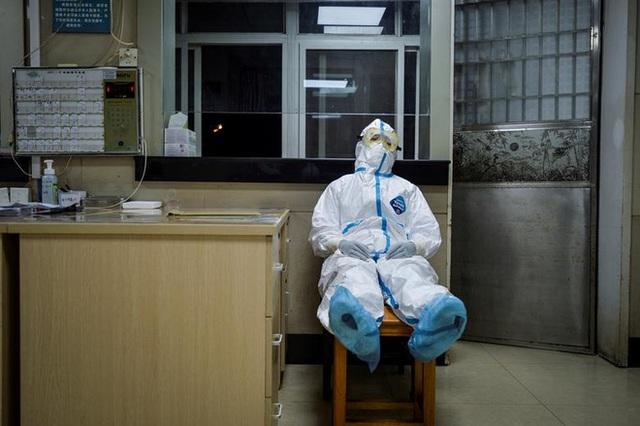Cuộc sống lao đao của người dân Vũ Hán nửa đầu năm 2020: Dịch bệnh nguôi ngoai không bao lâu đã phải oằn mình chống lũ - Ảnh 8.