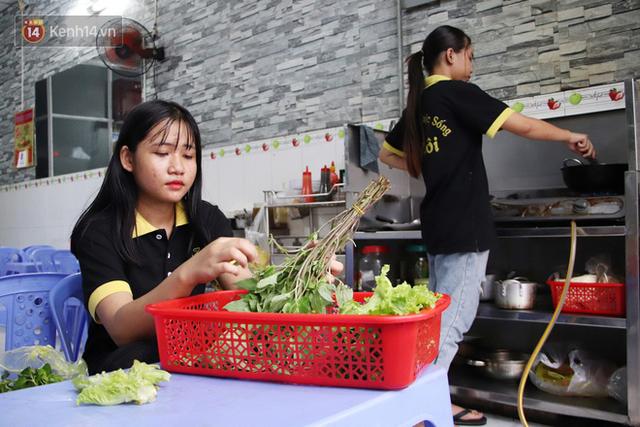 2 khu phố ẩm thực nổi tiếng ở Sài Gòn: Chỗ vắng vẻ đìu hiu, nơi tấp nập khách nhưng bán dưới 25 triệu một đêm vẫn lỗ - Ảnh 15.