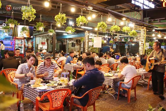 2 khu phố ẩm thực nổi tiếng ở Sài Gòn: Chỗ vắng vẻ đìu hiu, nơi tấp nập khách nhưng bán dưới 25 triệu một đêm vẫn lỗ - Ảnh 21.