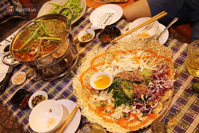 2 khu phố ẩm thực nổi tiếng ở Sài Gòn: Chỗ vắng vẻ đìu hiu, nơi tấp nập khách nhưng bán dưới 25 triệu một đêm vẫn lỗ - Ảnh 4.