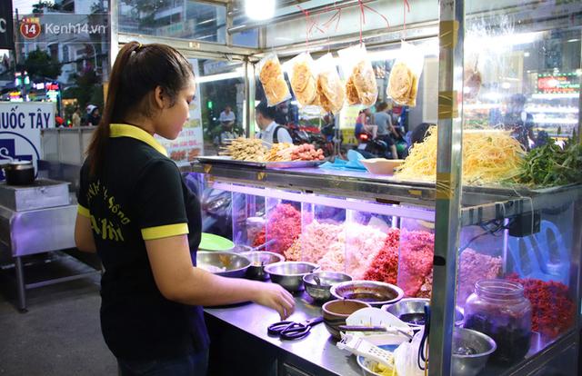 2 khu phố ẩm thực nổi tiếng ở Sài Gòn: Chỗ vắng vẻ đìu hiu, nơi tấp nập khách nhưng bán dưới 25 triệu một đêm vẫn lỗ - Ảnh 10.