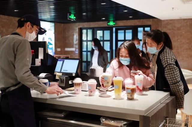 Cú lừa lịch sử của Starbucks Trung Quốc: Sự vỡ vụn của mô hình kinh doanh tăng trưởng bất chấp, không màng tới lợi nhuận - Ảnh 2.