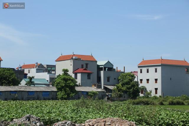 Hà Nội: Nhà tầng, biệt thự mọc san sát nhau ở ngôi làng phất lên từ việc buôn thịt lợn - Ảnh 2.