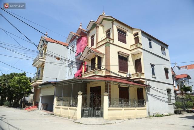 Hà Nội: Nhà tầng, biệt thự mọc san sát nhau ở ngôi làng phất lên từ việc buôn thịt lợn - Ảnh 12.
