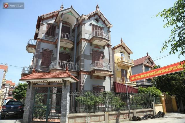 Hà Nội: Nhà tầng, biệt thự mọc san sát nhau ở ngôi làng phất lên từ việc buôn thịt lợn - Ảnh 13.
