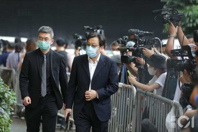 Khung cảnh tại tang lễ Vua sòng bài Macau ngày thứ 2: Người dân mang di ảnh đến viếng, quan chức cấp cao và giới doanh nhân cũng có mặt - Ảnh 17.