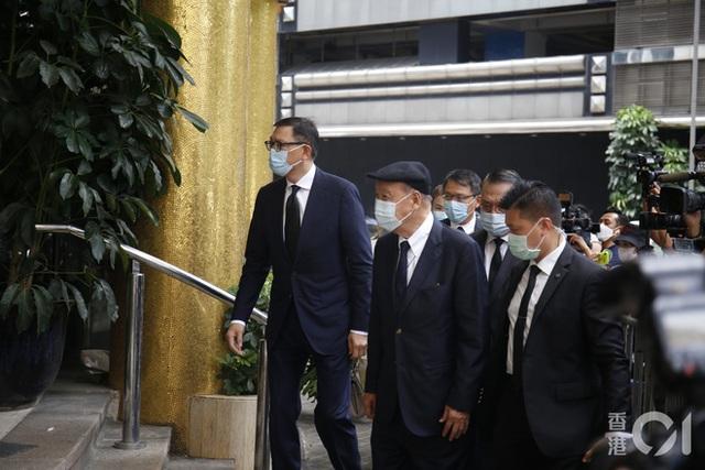 Khung cảnh tại tang lễ Vua sòng bài Macau ngày thứ 2: Người dân mang di ảnh đến viếng, quan chức cấp cao và giới doanh nhân cũng có mặt - Ảnh 19.