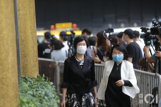 Khung cảnh tại tang lễ Vua sòng bài Macau ngày thứ 2: Người dân mang di ảnh đến viếng, quan chức cấp cao và giới doanh nhân cũng có mặt - Ảnh 22.